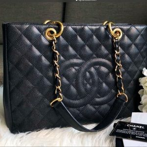 Chanel GST black with gold hw 💗